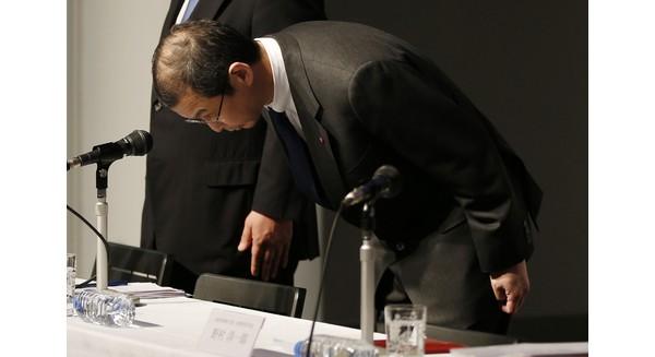 Takata Corp.'s Chairman and CEO Shigehisa Takata, along with the executives, Yoichiro Nomura and Hiroshi Shimizu, bows during a press conference regarding the expanding recall of the Japanese company's air bags, in Tokyo Thursday, June 25, 2015. (AP Photo/Shuji Kajiyama)