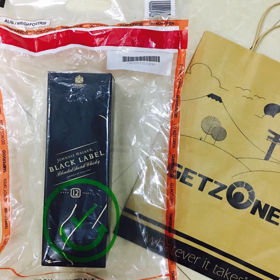 Rượu Johnnie Walker Black Label 1 lít xách tay từ Duty Free sân bay Úc