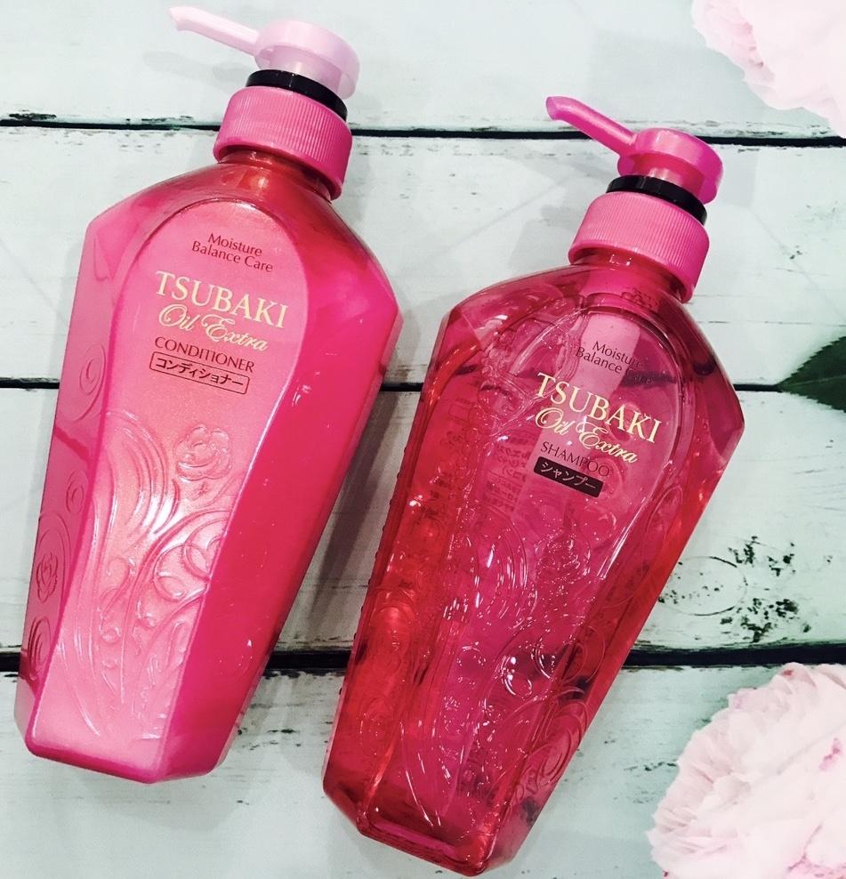 Bộ dầu gội Tsubaki Oil Extra Moisture Balance màu hồng giúp cân bằng độ ẩm