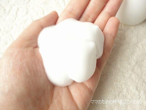 Sữa rửa mặt tạo bọt Muji Face Soap là dòng rửa mặt thích hợp với loại da nhờn & da mụn, làm sạch mà không bị khô da, luôn có cảm giác căng mịn & sáng nhẹ.